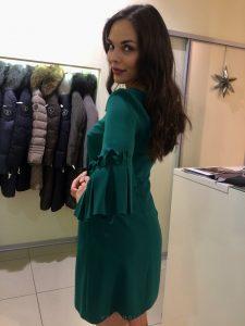 zelené šaty s dlhým rukávom