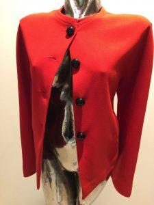 červené dámske sako podšité
