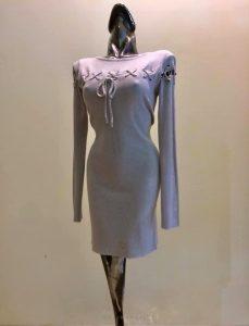 šedé šaty   pulóver