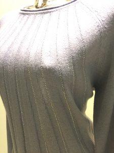 dámsky pulóver šedý s kamienkami