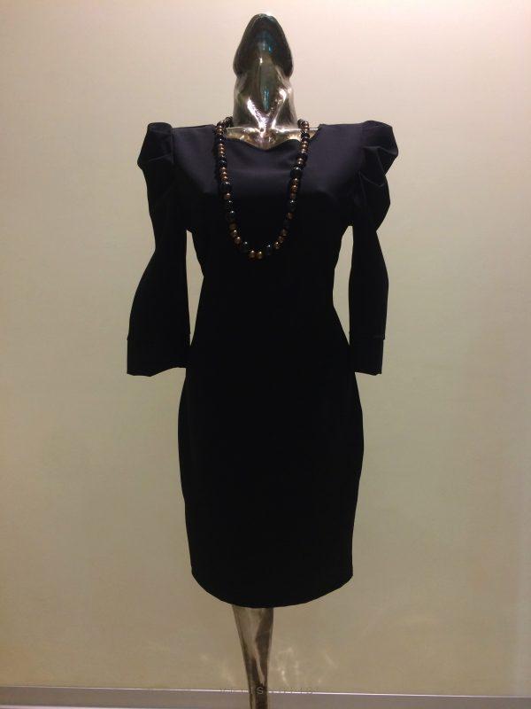 čierne šaty s riaseným rukávom