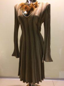 hnedé pletené šaty