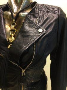 dámska švédska čierna bunda z jahňacej kože