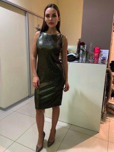 zelené oceľové šaty s flitrami