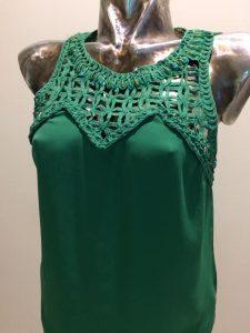 top zelený