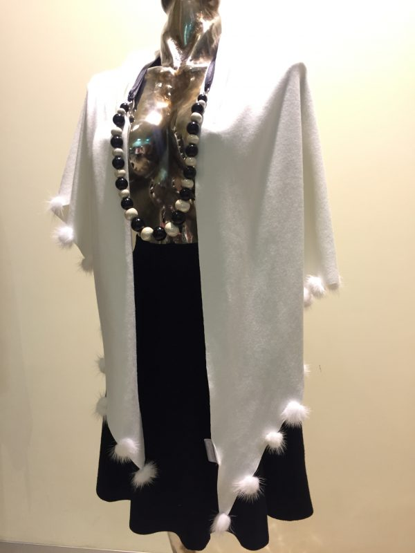 pletená biela štóla s norkou